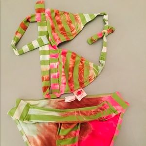 Lucky size large Bikini. Great condition
